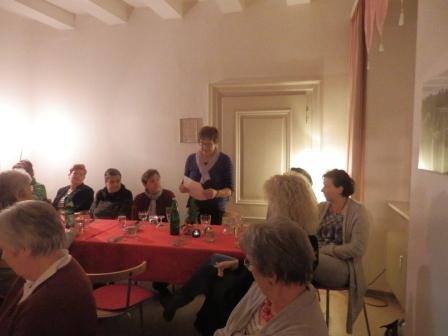 Brigitte Escher liest den Weihnachtsgruß des Kreisvorstandes vor…(Foto:D.Mathes)