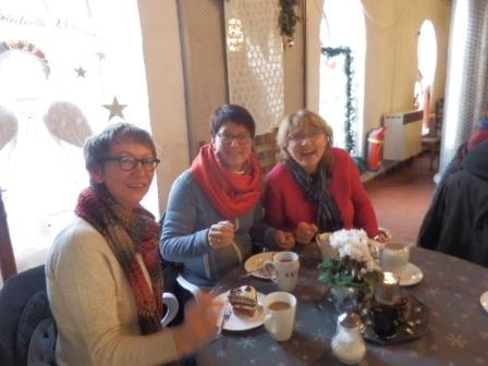 der Kreislandfrauenvorstand besucht das LandFrauencafé. v.l. Karin Tornberg, (Beisitzerin), Anja Will ( 1.stellv. Kreisvorstandsvorsitzende), Heike Backhaus (Kreisvorstandsvorsitzende) (Foto:D.Mathes)