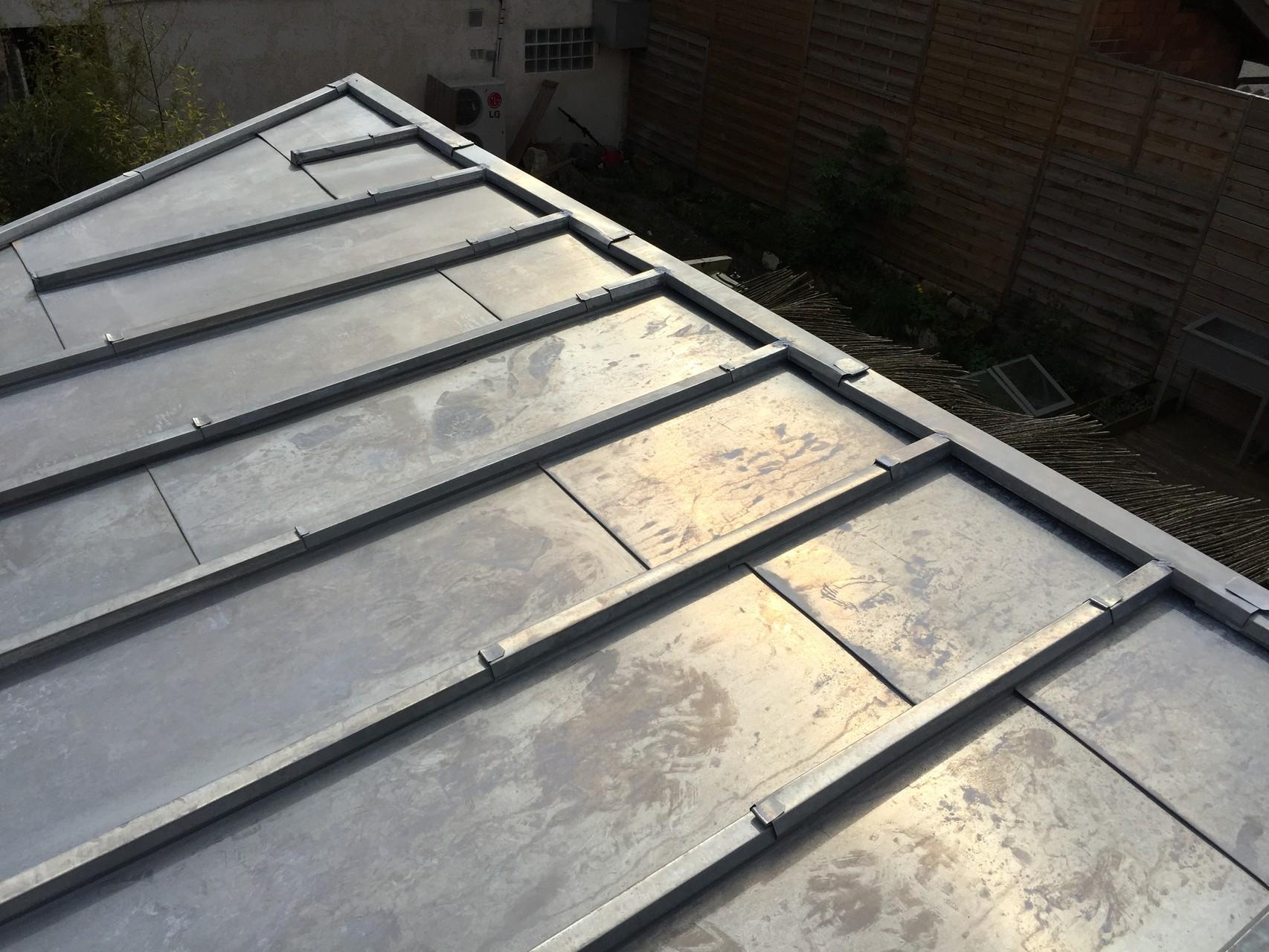Rive toiture zinc trendy zinc ou cuivre chnaux sous face frisette planches de rive with rive - Pente mini bac acier ...