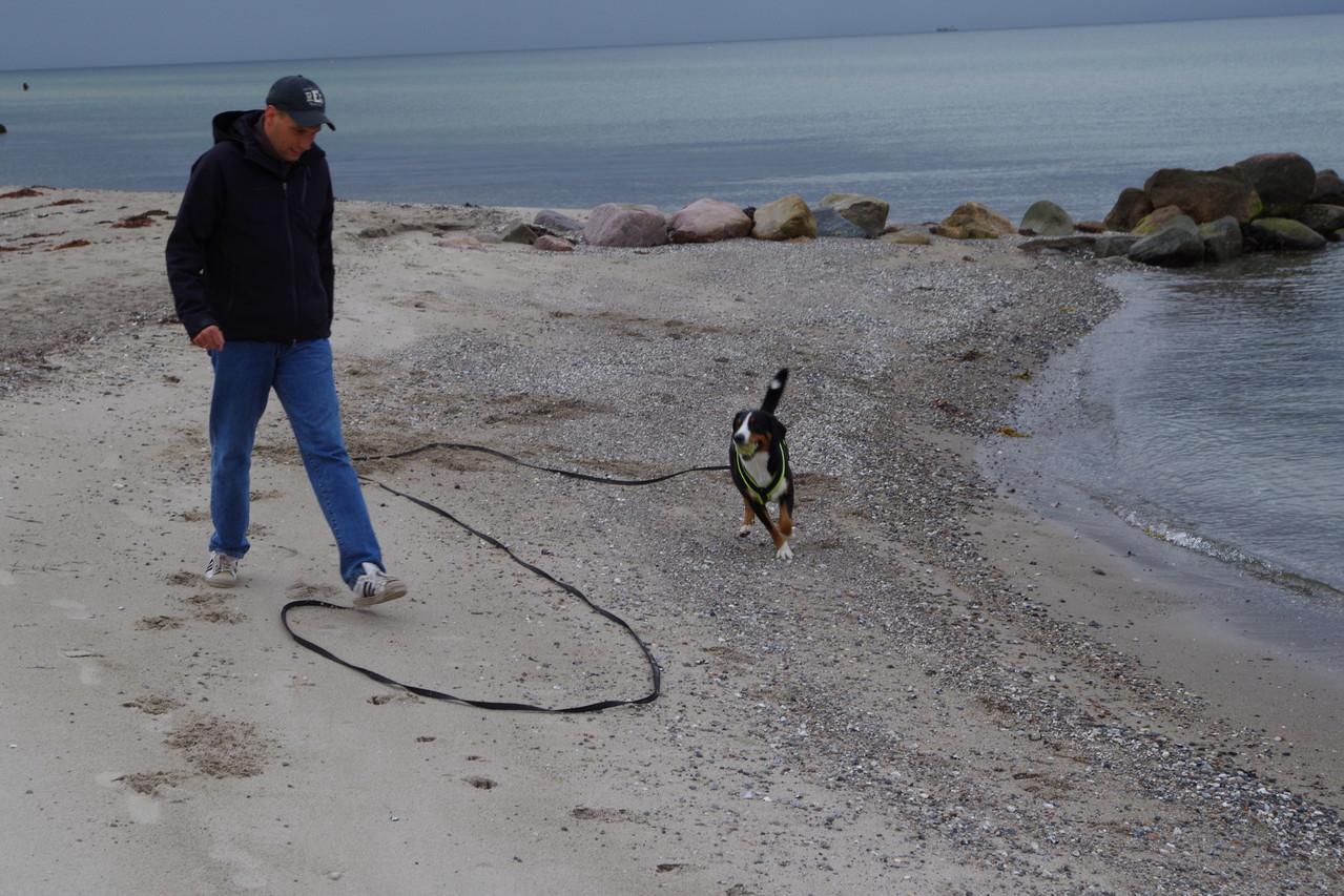 Spielen ,mit Marc am Strand