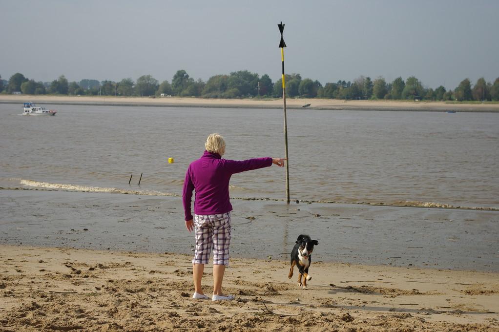 Mit Marc´s Mama am Strand spielen