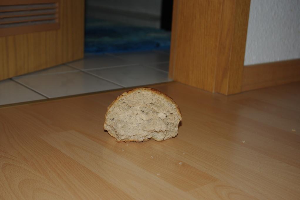 Ich weiß gar nicht wie das Brot dahin kommt ;-)