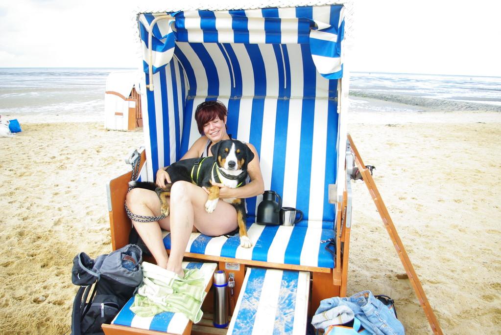 Wenn Tascha im Strandkorb sitzt, muss ich auch mit rein ;-)