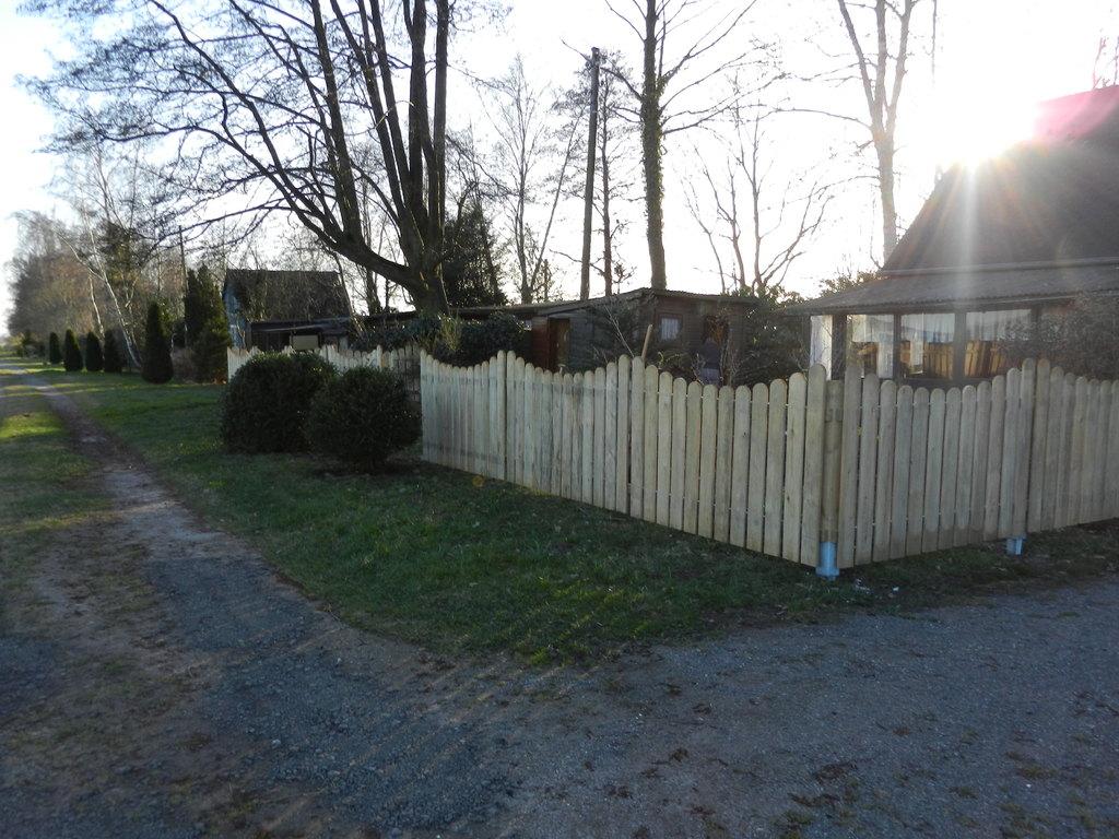 und natürlich muss der Zaun gestrichen werden