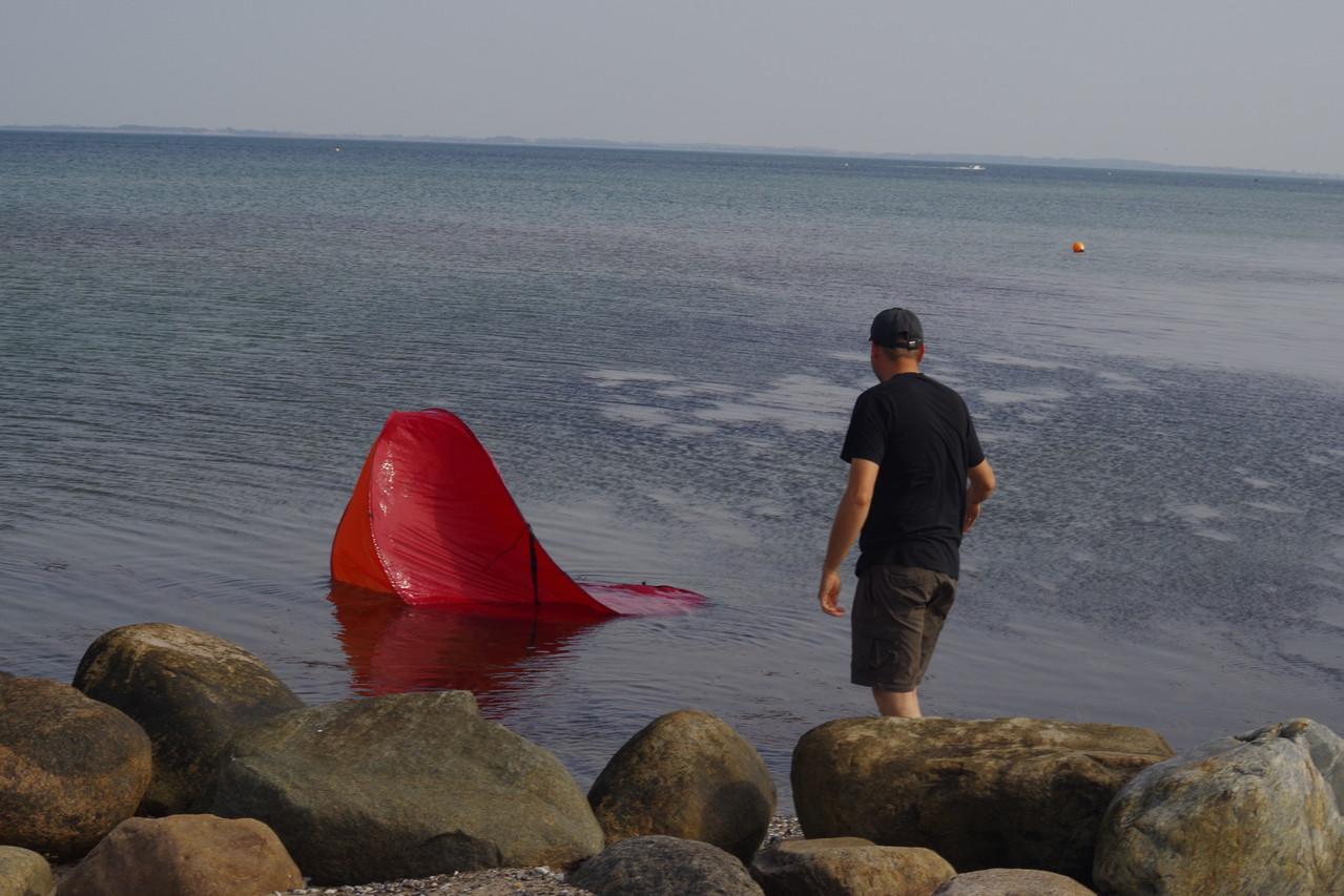 Die Strandmuschel gehört doch nicht ins Wasser