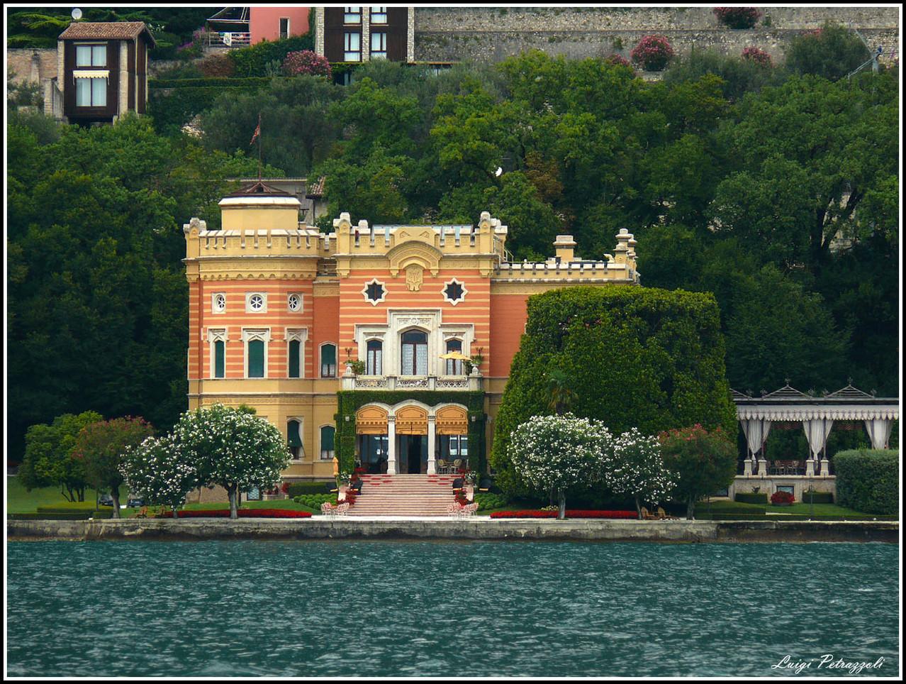Вилла на озере гарда куплю дом в черногории у моря недорого