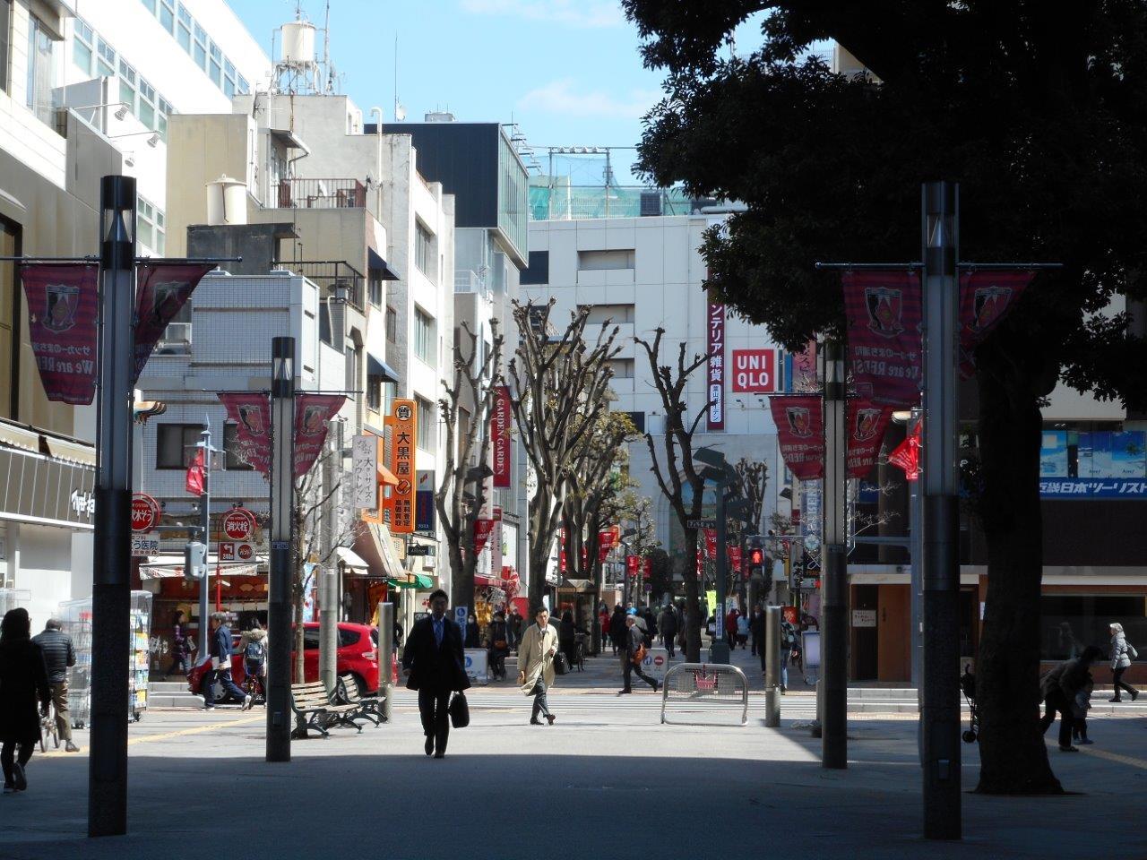 旧中山道を越え、浦和駅方面を振り返るとこんな感じです。
