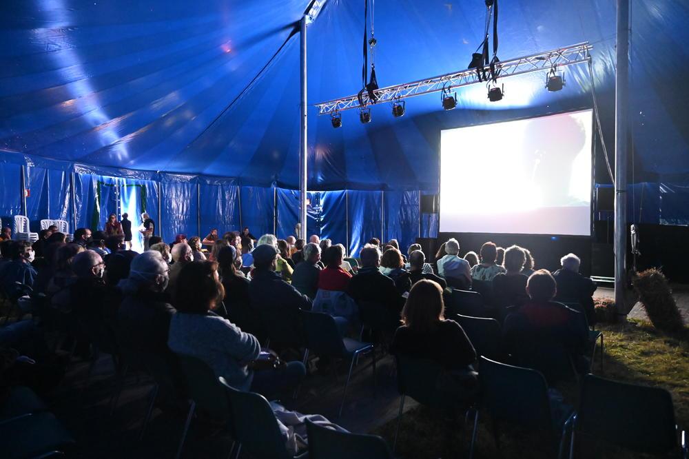 On a passé une nuit magique chez Les Filmeurs, un festival rural et décroissant au cœur de l'Eure