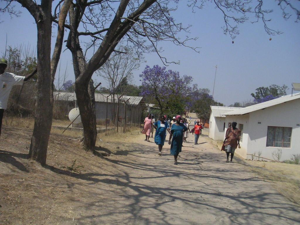 Tra i vicoli delle strutture dell'ospedale - ZIMBABWE 2006