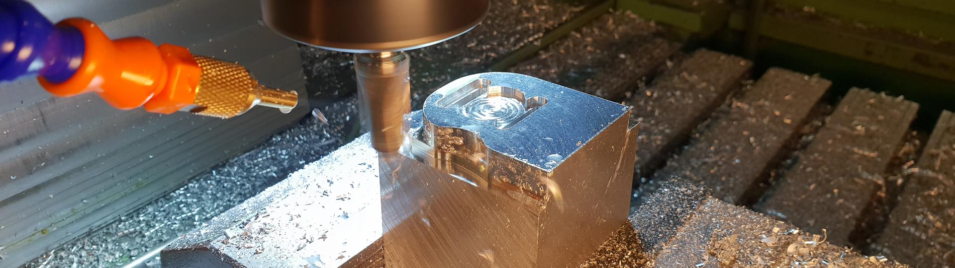 CNC Bearbeitung mit höchster Präzision