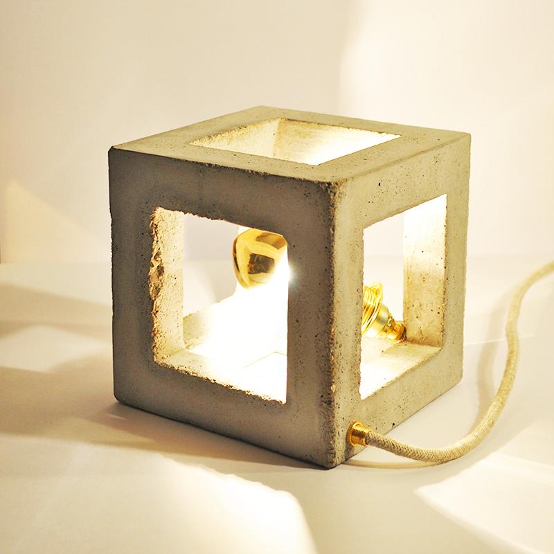 CUBIC_ Tischlampe_ Offener Würfel_ 15cm x 15cm x 15cm_ Goldverspiegelte Glühbirne 25W_ Leinentextilkabel 1,50m_