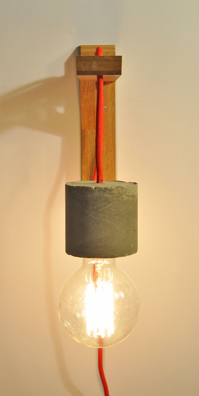 OAK GIBBET #3 Wandampe_ Eiche_ 23cm x 14cm x 5cm_  Edison Vintage Glühbirne 40W_ Rotes Textilkabel_