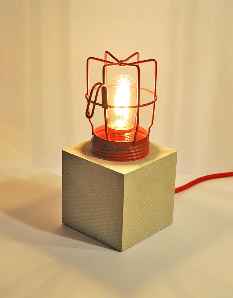 MINERS LAMP Tischlampe_ Aufschraubbares Gitter_26cm x 12cm x 12cm_ Edison Vintage Glühbirne 40W_ Rotes Textilkabel_