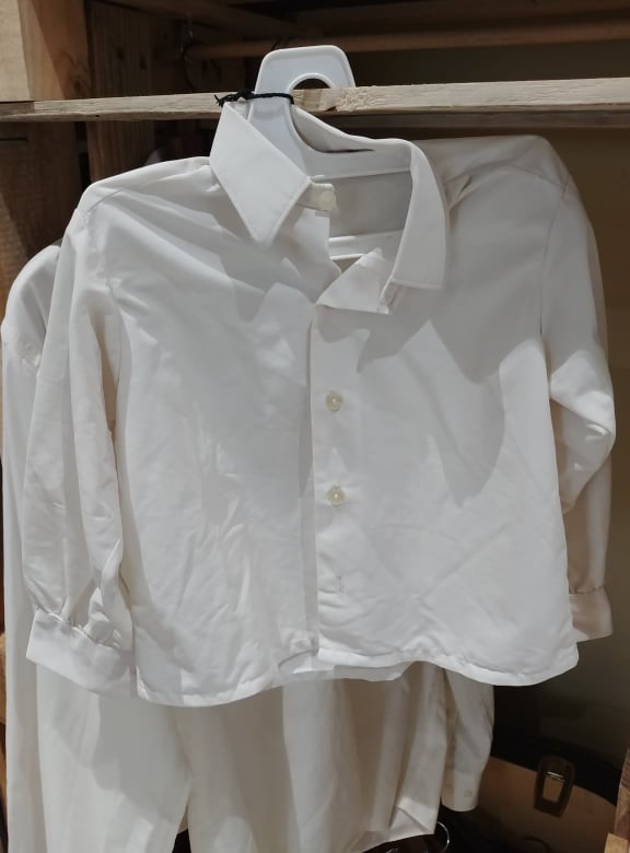 chemise blanche (environ 1an) vintage - 2€