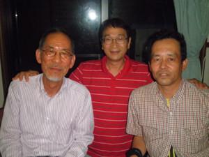 左から四分一、大槌町長の碇川氏、朝日新聞の東野氏
