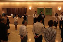 チャリティコンサート開演前、メンバーによる打ち合わせ風景(紀尾井ホールにて)
