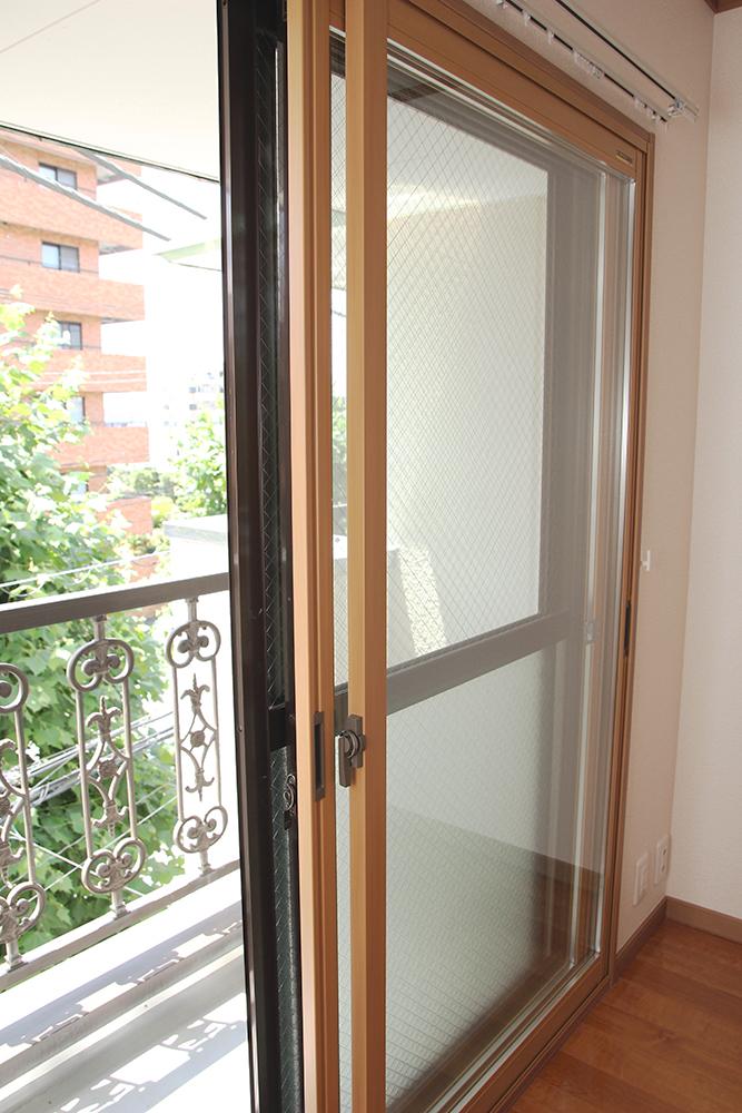 遮音性、結露予防、遮熱効果のある二重窓にリフォーム済みです