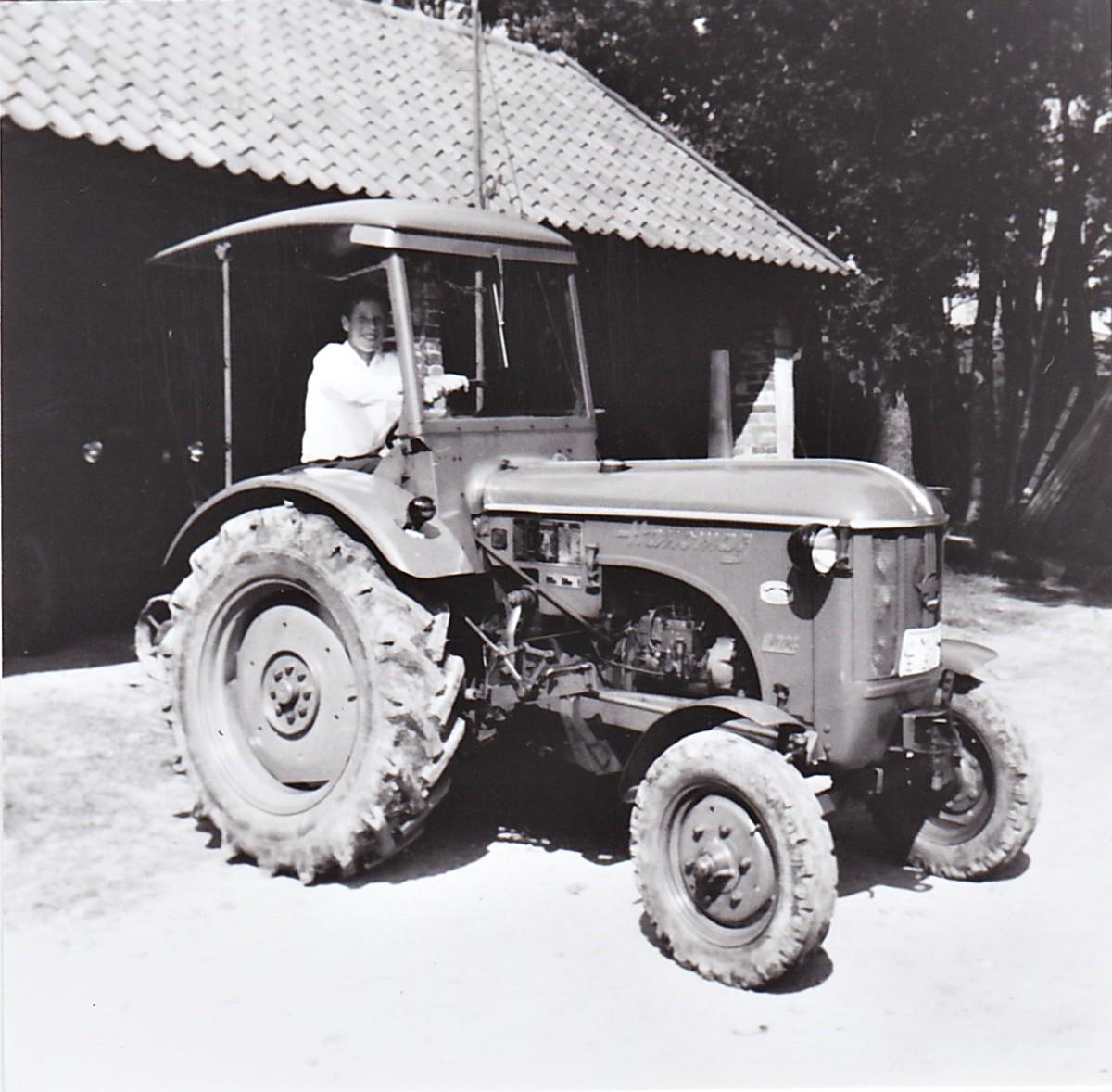"""ein """"neuerer"""" Traktor"""