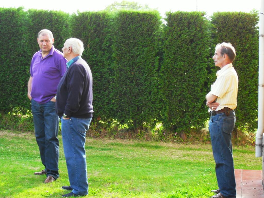 Por la derecha, Jose Luis, 002-Eduardo, 061 y José Luis, 022