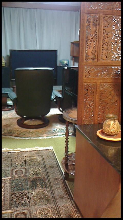 リビング アフター 玄関から見たところ スッキリして応接間としても使用可能となりました。