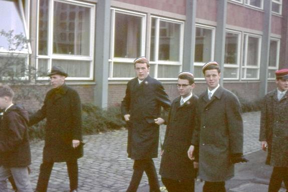 Links: Theo Niester, später Stellv. Schulleiter am Paulinum