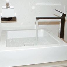 Wasserhahn mit Waschbecken