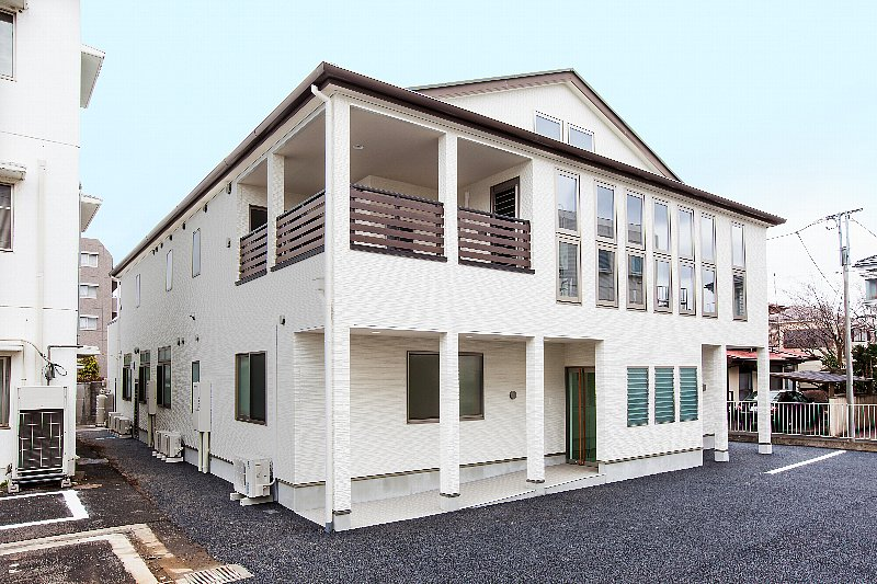 産婦人科+個人住宅(木造2階建て)