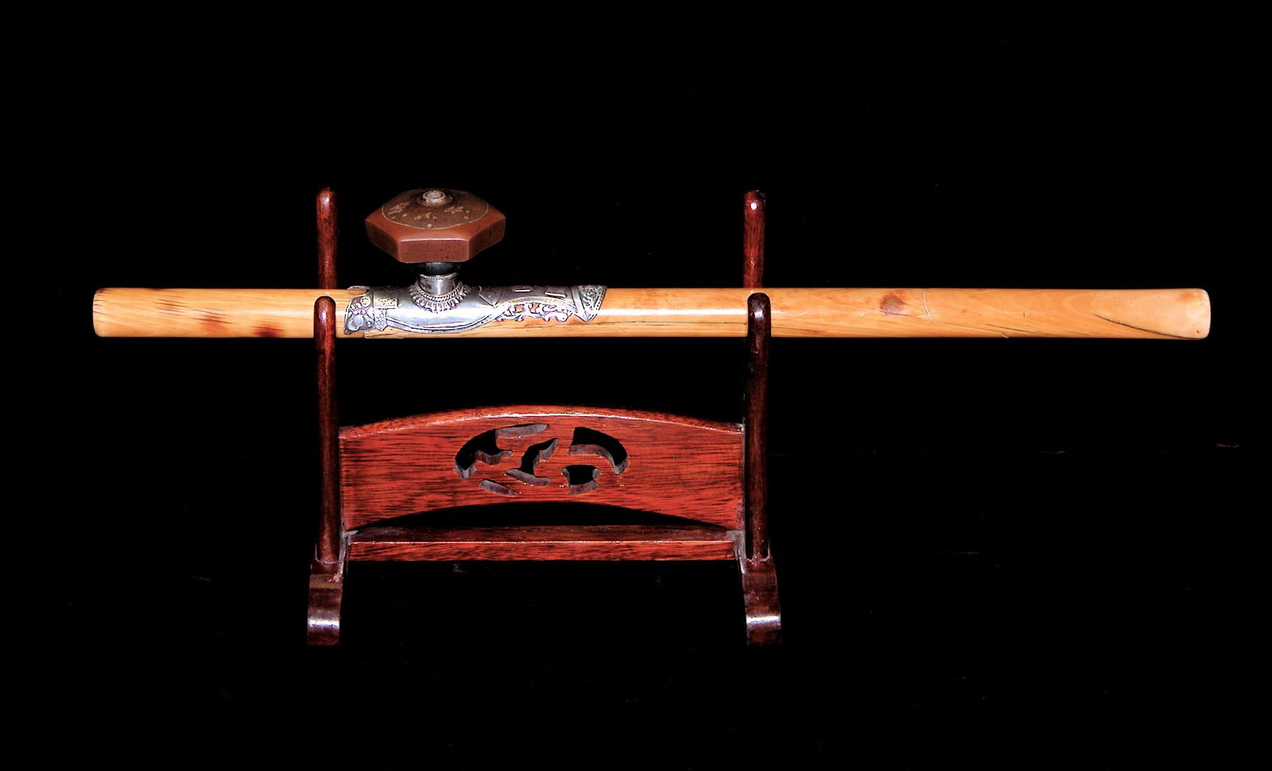 Pipe à opium en ivoire (–> Pipes et fourneaux)