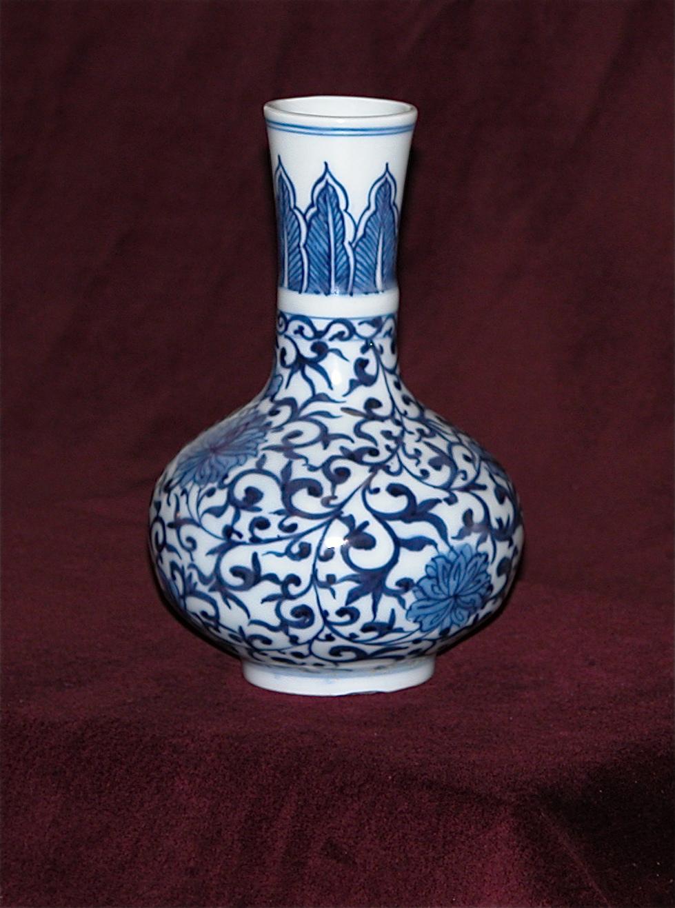 Vase en porcelaine B&B, épave de Vung Tau (XVIIe)