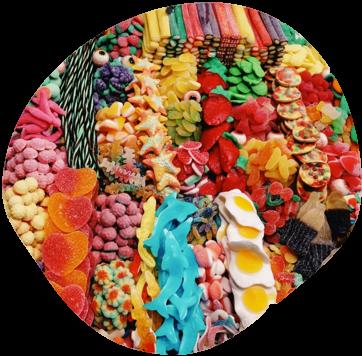 Eine bunte Auswahl an süßen und sauren Gummibärchen