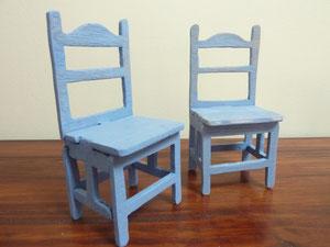 2 chaises pour adultes Barbie et Ken par exemple !
