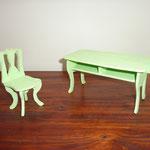 ensemble table et chaise après la couche de peinture