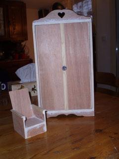 Armoire et fauteuil en préparation