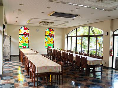 6. レストラン・メインダイニングではおいしいお料理を堪能 ご要望に応じて一品料理もご用意できます