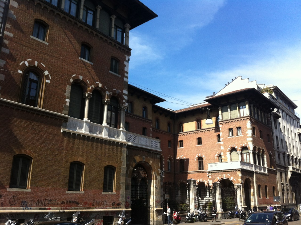 Edificio de arquitectura milenesa