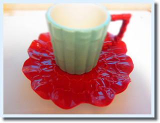 元エルメスのデザイナーがデザインしたカップ。色使いが好み^^FRANZのです。バンブーとお花のコラボも面白いしかわいい^^これでチャイを飲む♡