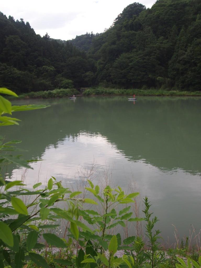 静かで綺麗だった相模湖。