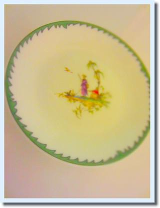 レイノーの小皿。シェ.イノでのレクチャーのお土産に頂きました。なんともいえずかわいい。