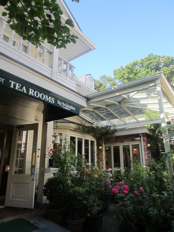 この隣に紅茶ショップがあるので買っていきました。