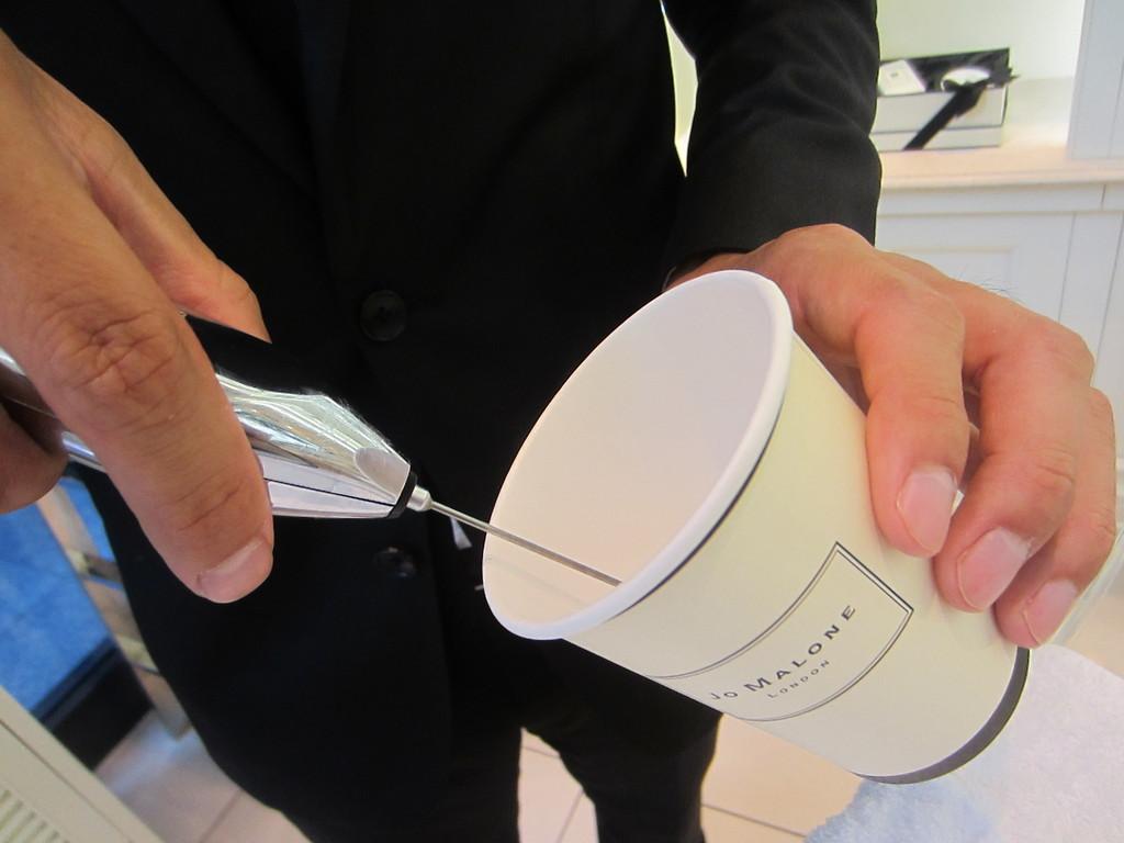 cafe用の泡立てる機械でボディーソープをふわふわにきめ細かく滑らかに泡立て・・・
