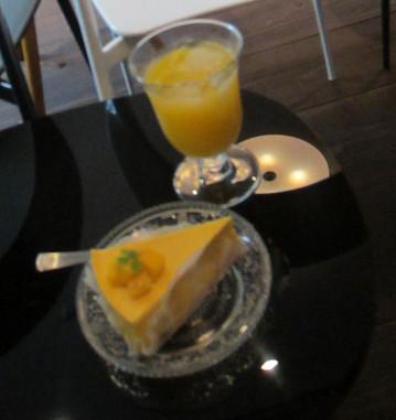 手作りマンゴープリン♪ とっても美味しい! 飲み放題ということで、次はシャンパンを頂きました♪^^