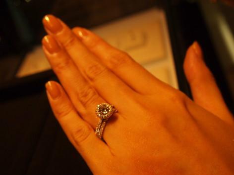 可愛いんですけど、婚約指輪、結婚指輪とは違うかなと。