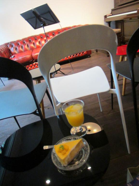 サイドテーブルも おしゃれだった。