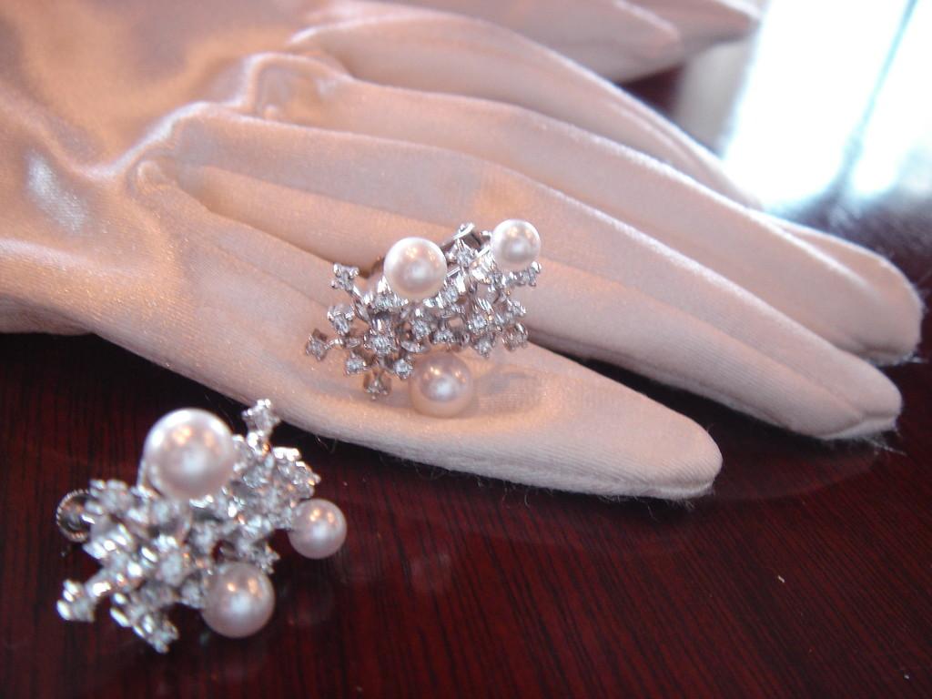 ミキモトのパール ダイヤイヤリング。ティアラもお揃いでつけて お姫様気分