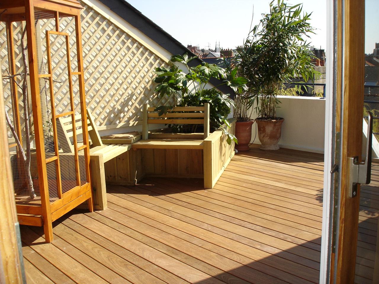 petite terrasse dans Nantes, sol en IPE et bacs en pin traité classe 4
