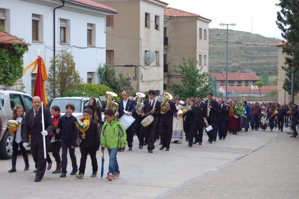 Desfile de la ofrenda con la Banda de música (Año 2014).