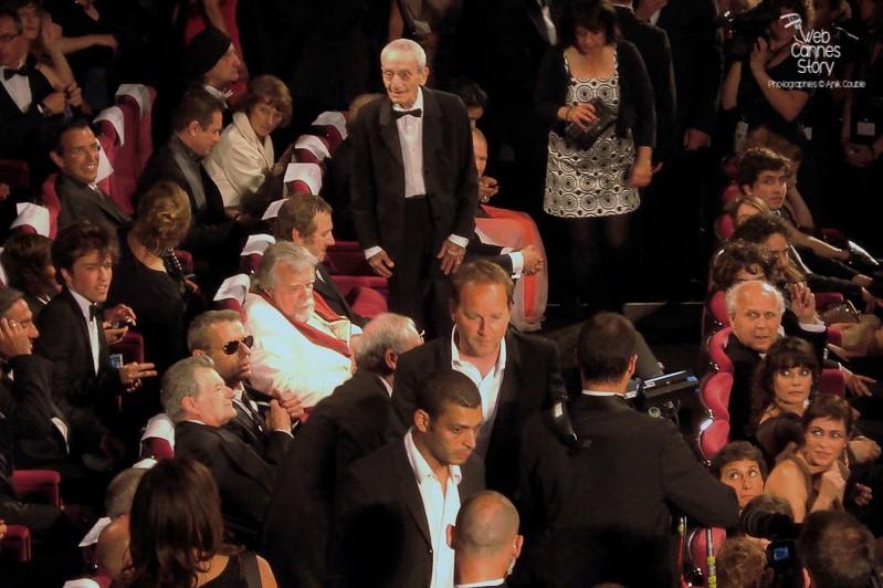 """Xavier Beauvois, entouré de ses acteurs, lors de la projection de son film """"Des hommes et de dieux """" -  Festival de Cannes 2010 - Photo © Anik Couble"""