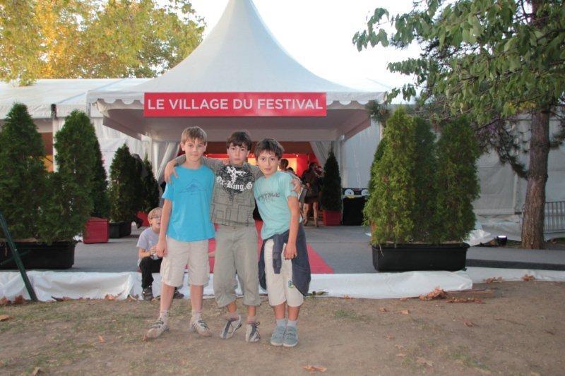 Les écoliers arbreslois,  Cédric, Alan et Cédric  / Photo : Anik Couble