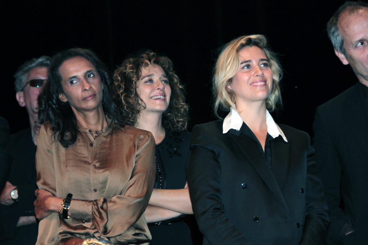 Les nombreux invités du Festival Lumière 2011, dont Vahina Giocante à droite - Lyon - Photo © Anik COUBLE