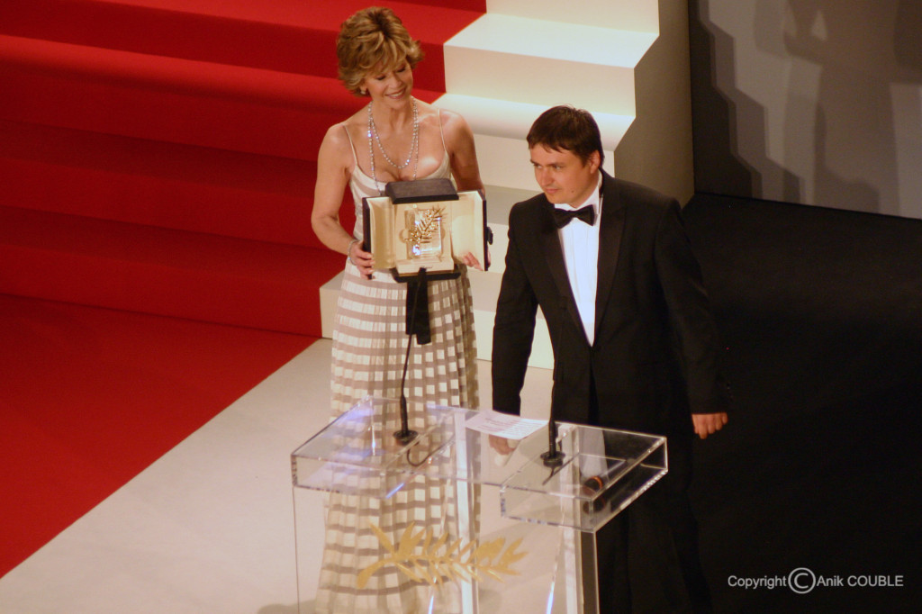 Jane Fonda  remet la Palme d'Or à Cristian Mangiu  2007 / Photo : Anik Couble